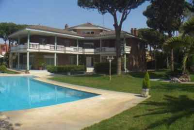 Stunning house in prestigious community in Castelldefels Playa